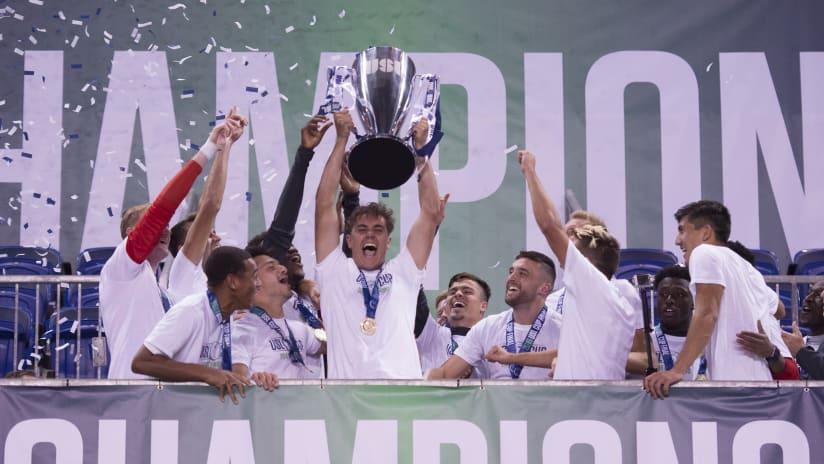 Aaron_Long_USL_Cup_hoist