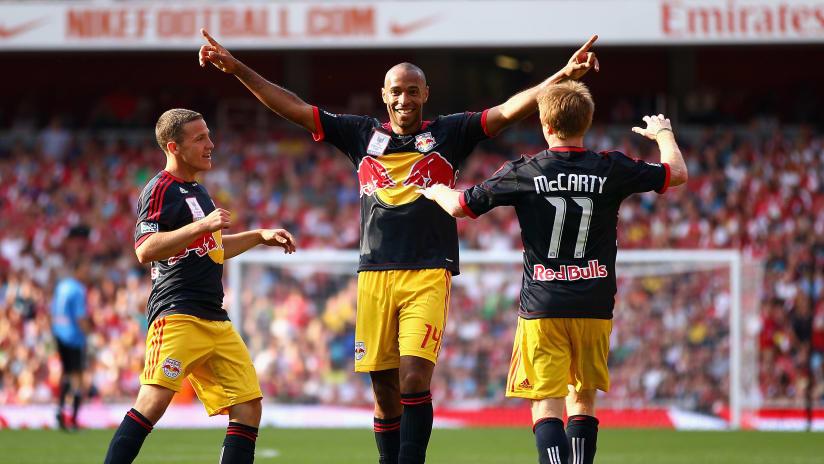 henry-celebrates-emirates-dl